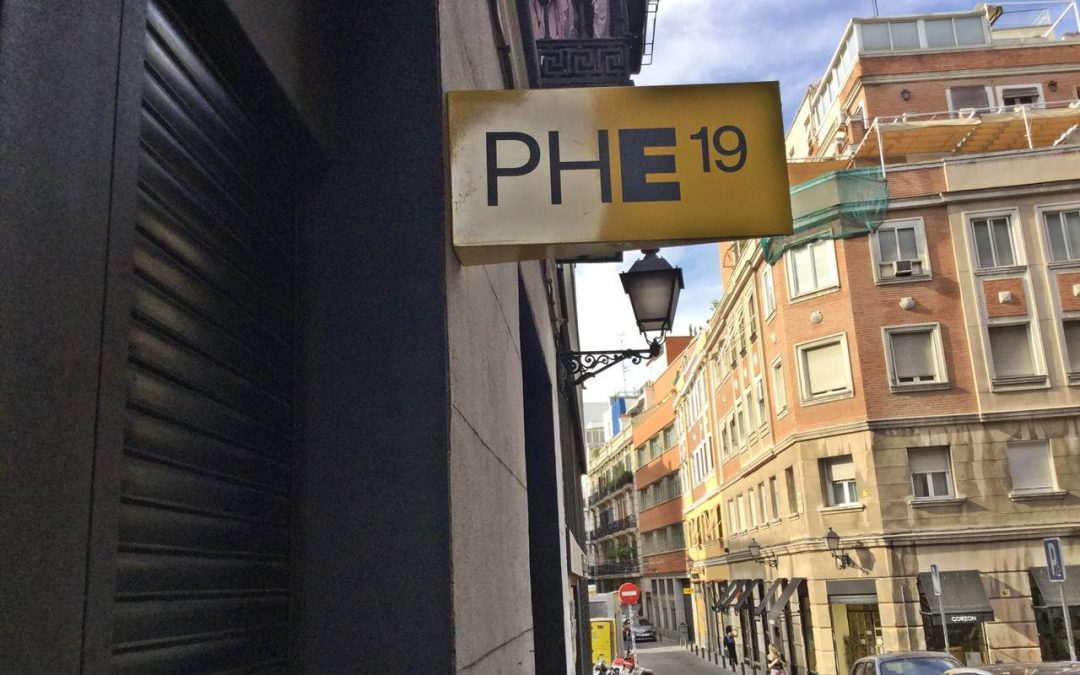 Gallery Walk in Madrid neighborhoods of Jerónimos, Cortes and Letras